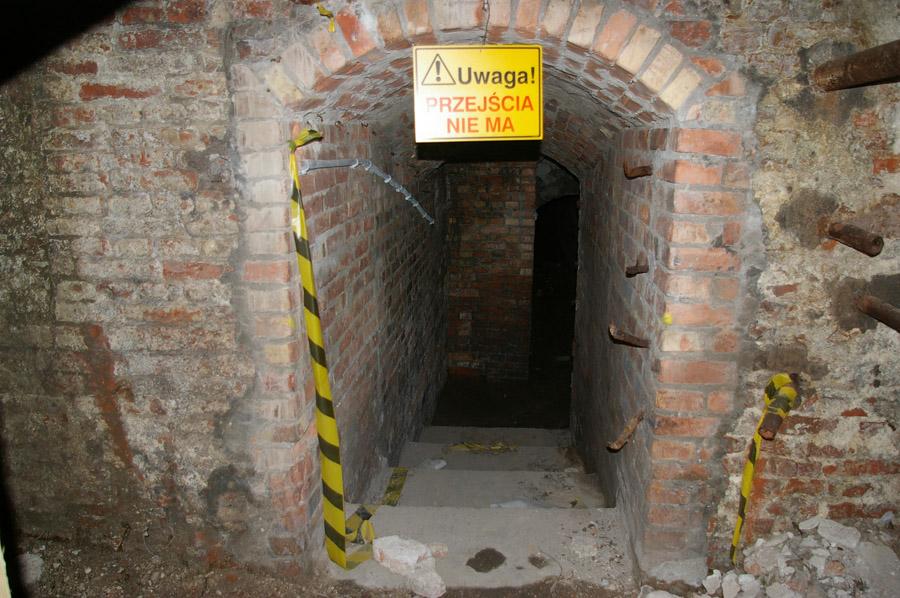 Wejście do tajnego tunelu Pałacu Saskiego. fot. Witold Weszczak