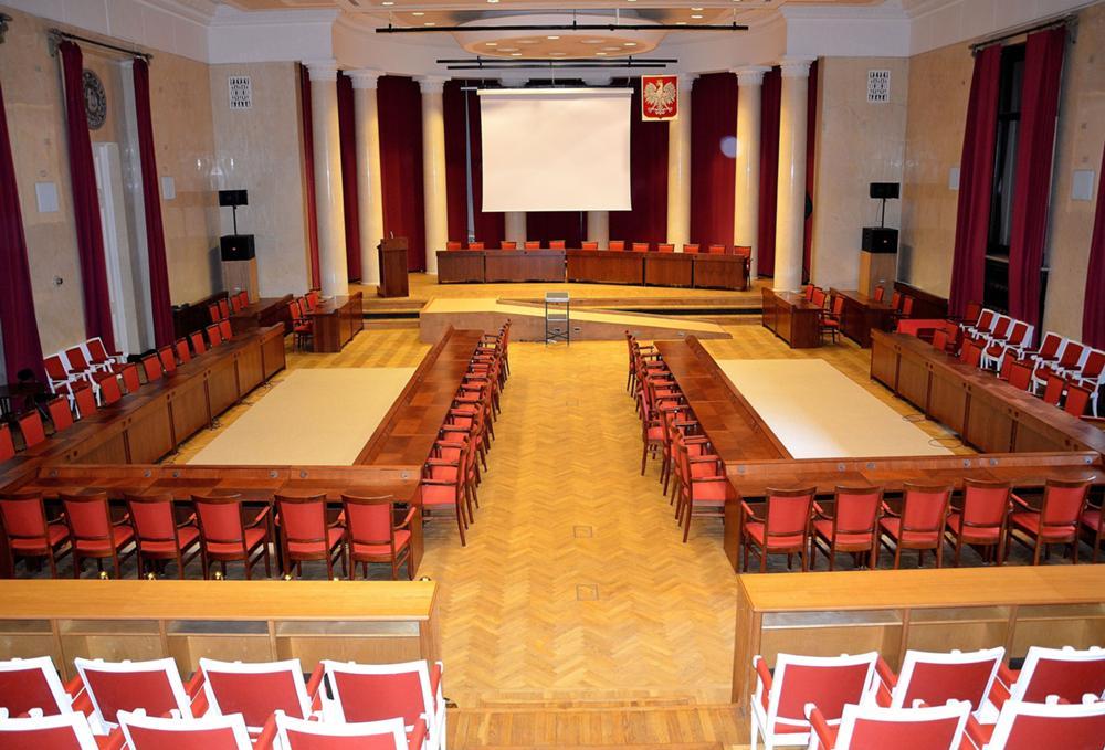 Sala obrad Rady Warszawy fot. Boston9, wikia