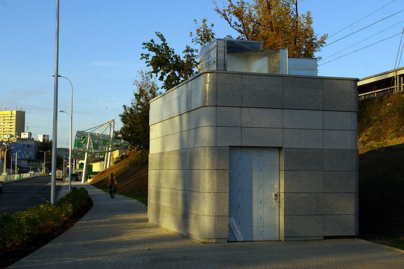 Pawilon techniczny przy stacji Stadion
